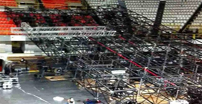 Laura Pausini crollo palco Reggio Calabria