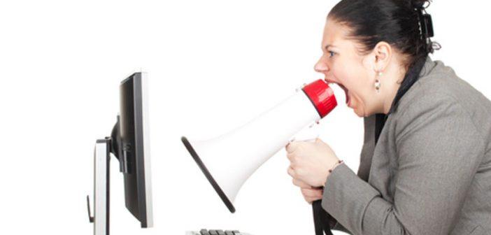 Criticare l'azienda via email