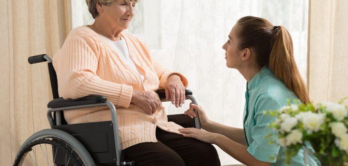 Caregiver familiari, nuovo fondo in manovra 60 milioni di euro in 3 anni