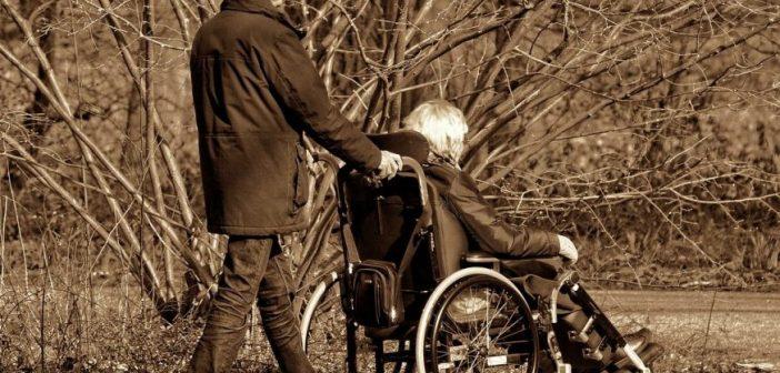 Invalidità civile INPS: assegno di accompagnamento più facile per anziani