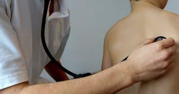 Malattia del figlio: congedi e permessi per accudire il bambino