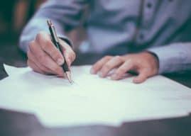 Firma sulla busta paga per ricevuta: per la Cassazione non ha valore